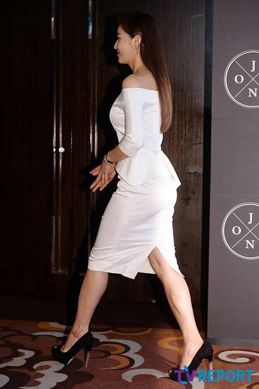 The King 2 Hearts Ha Ji-wons healthy legs @ HanCinema