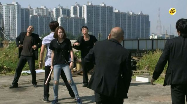 Si-on and Geon-woo against gangsters