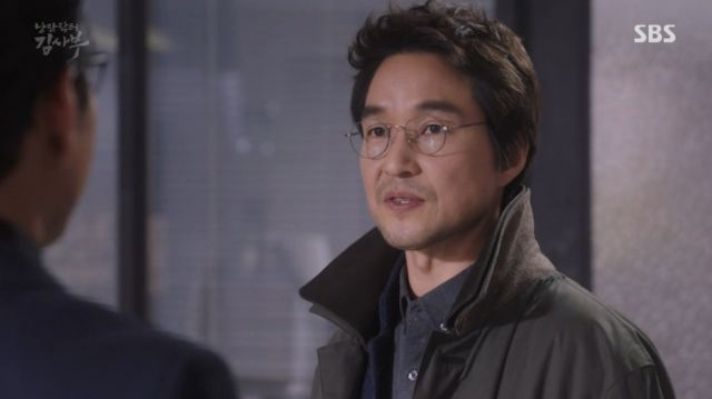 Teacher Kim facing Yoon-wan