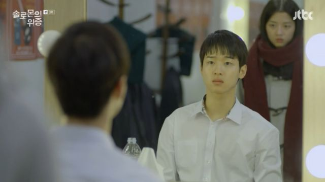 Seo-yeon telling Ji-hoon to stop meddling in something serious