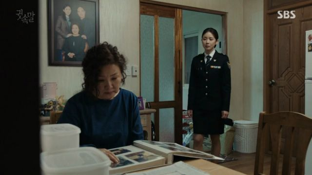 Yeong-joo and her emotionally shaken mother
