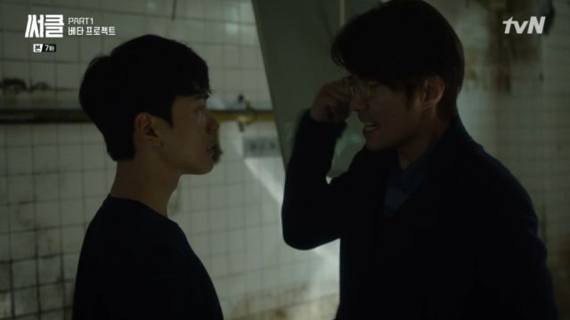 Professor Han trying to convince Woo-jin