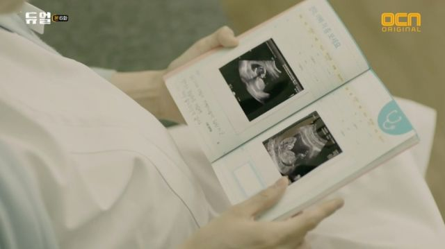 Jeong-sook looking at her pregnancy journal
