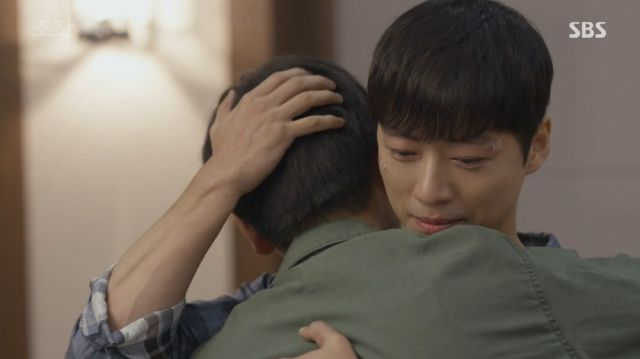 Moo-yeong being hugged by a thankful Seon-woo